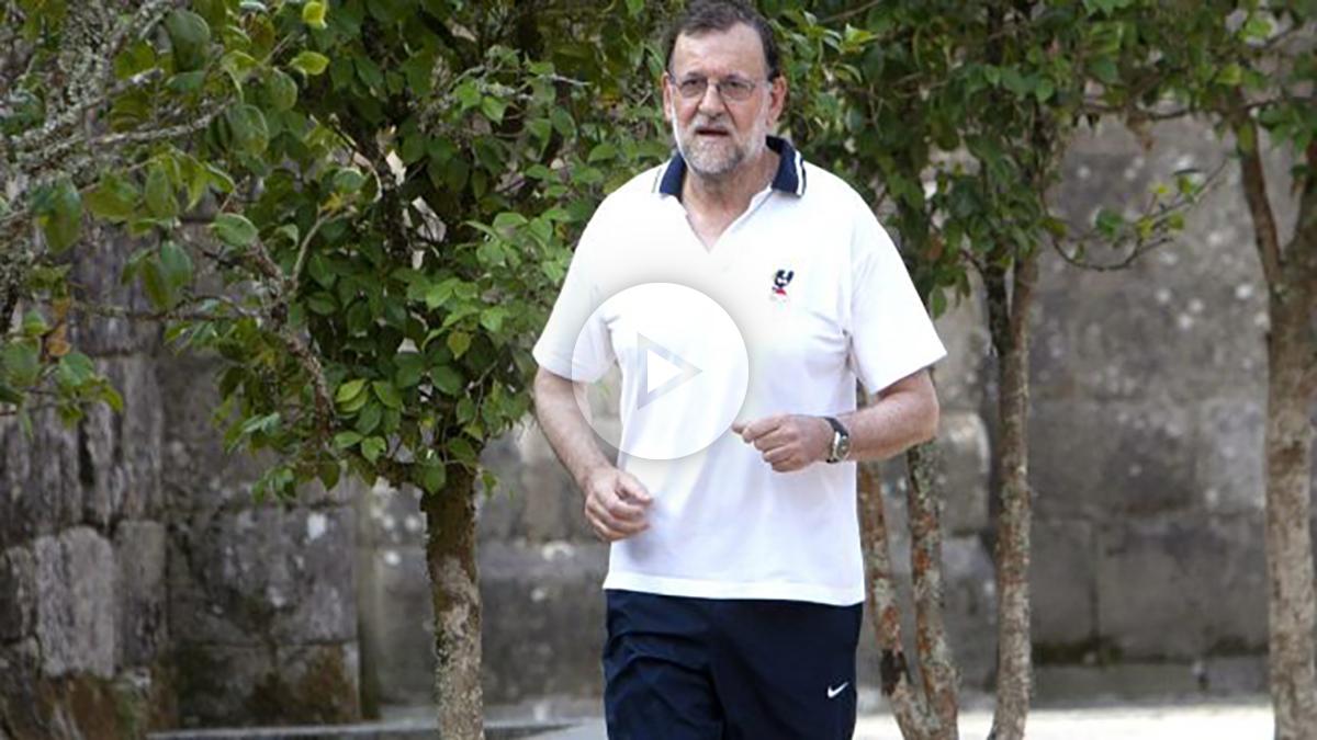 Rajoy en la ruta senderista de Ribadumia que suele recorrer (Foto: Efe).