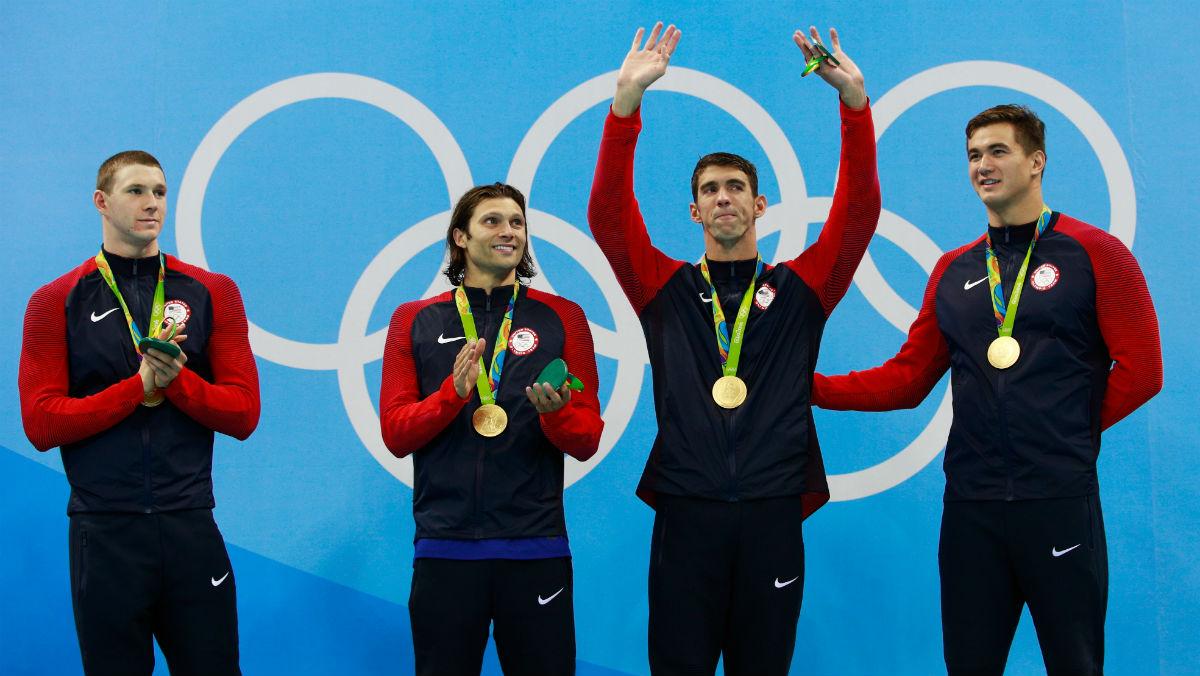Phelps se despide de Río tras ganar su cuarto oro. (Getty)