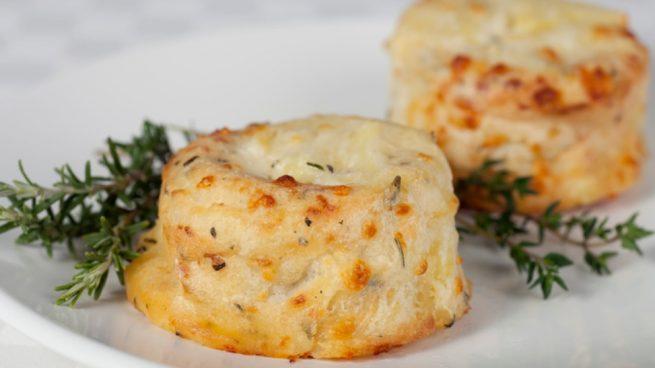 Soufflé de patatas, pollo y queso