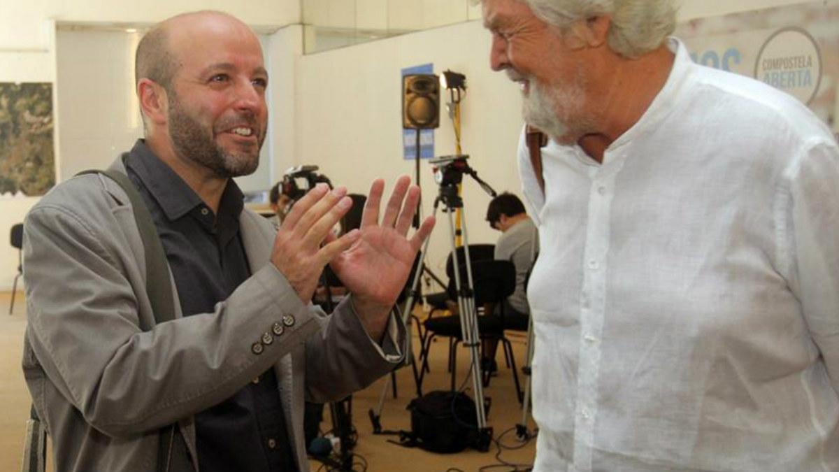 El candidato de En Marea a primarias para la presidencia de la Xunta, el magistrado Luis Villares (i), conversa con el portavoz de Nacional de Anova, Xosé Manuel Beiras. (Foto: EFE)