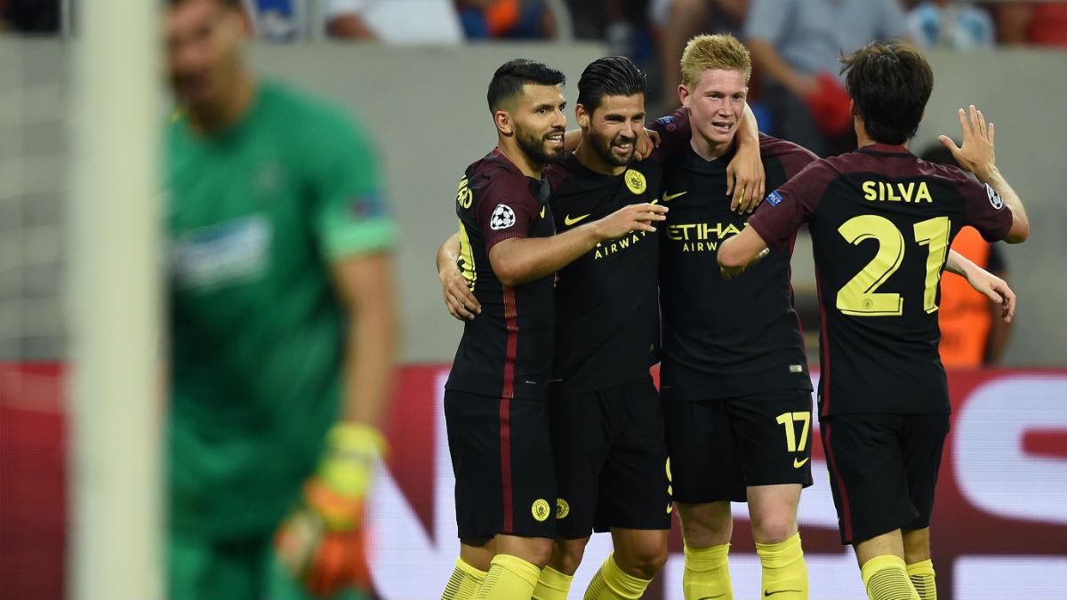 El City celebra un gol contra el Steaua. (AFP)