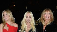 Donatella Versace , Goldie Hawn y su hija Kate Hudson (Getty)