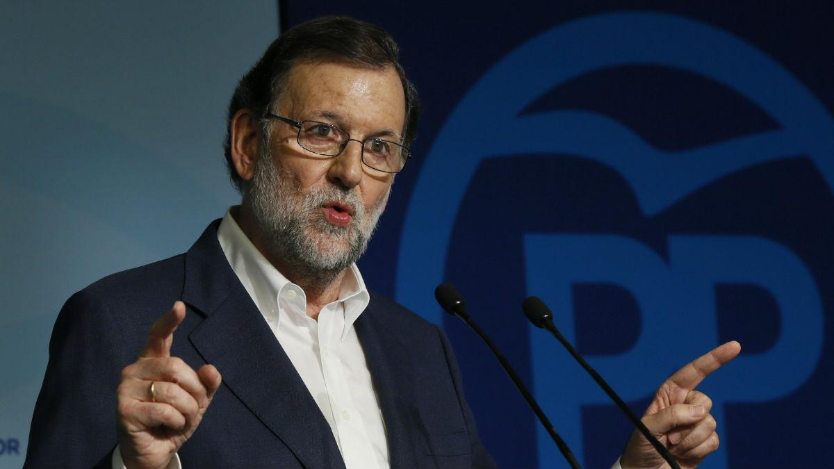 El presidente del Gobierno en funciones, Mariano Rajoy, tras la Ejecutiva de su partido. (Foto: EFE)