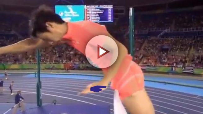 Eliminado de los Juegos Olímpicos por tirar el listón con el pene