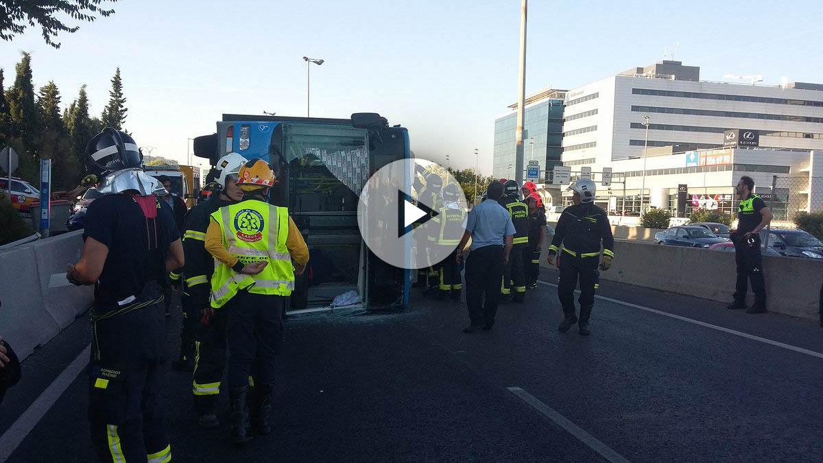 Imágenes de los bomberos interviniendo en el accidente. (Foto: Bomberos Madrid)