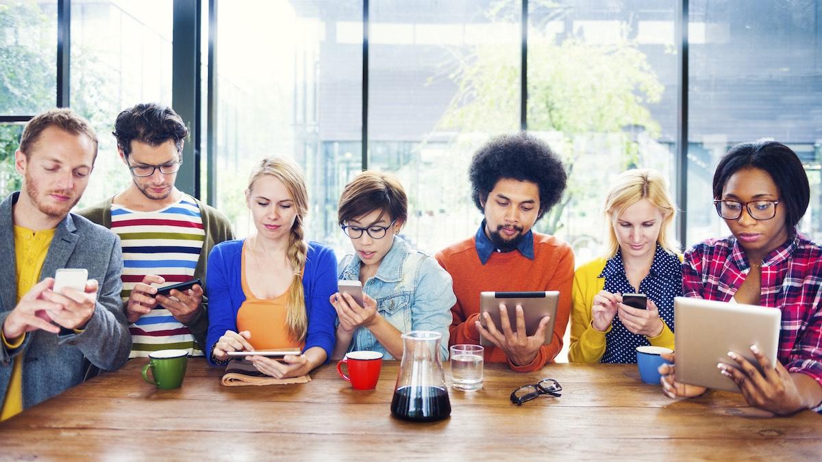 Millenials, una generación permanentemente conectada. (Foto: Getty)