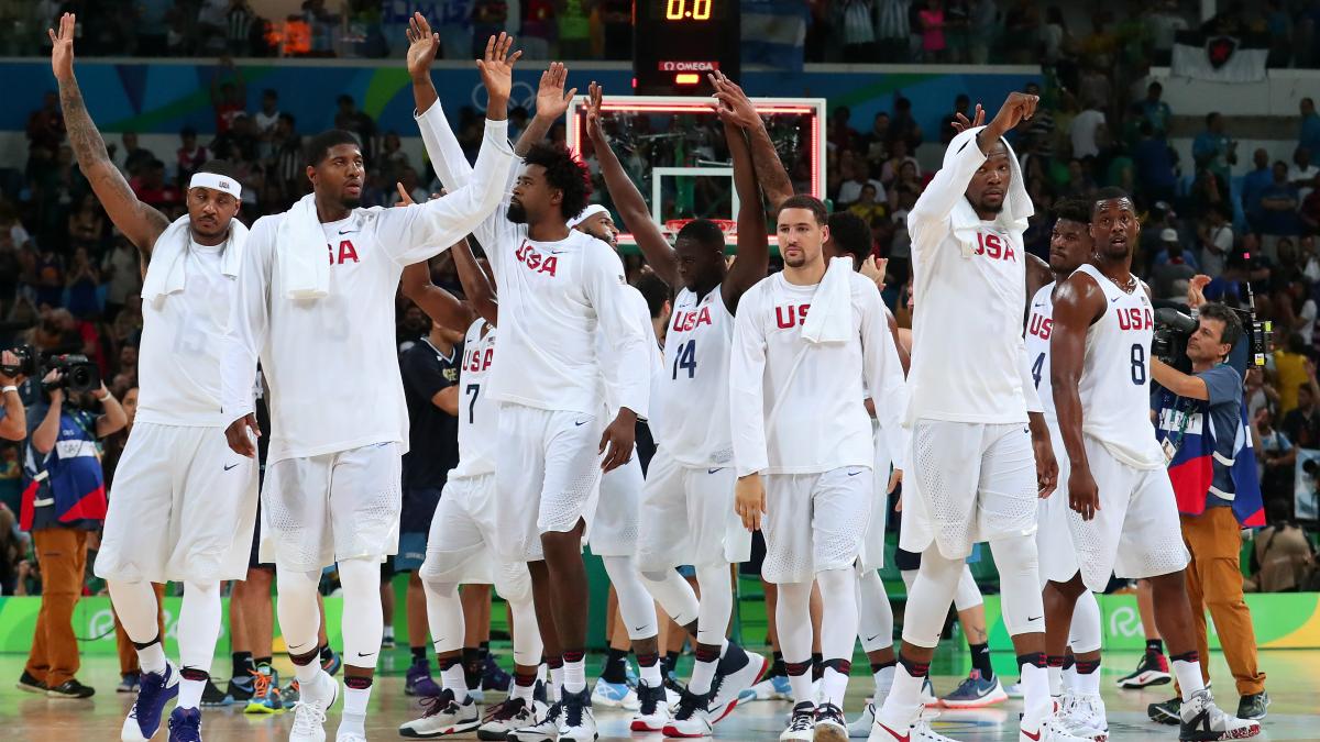 La selección de Estados Unidos celebra una victoria. (Getty)