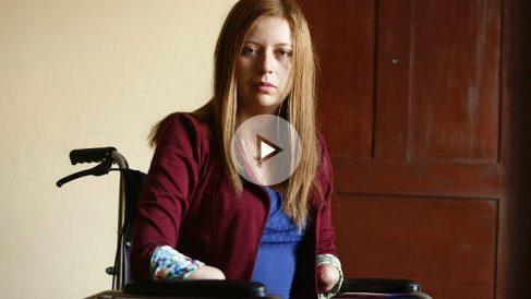 La joven afectada Shirley Meléndez ha perdido manos y pies por una negligencia médica.