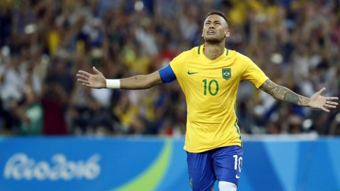 Neymar celebra el penalti decisivo. (AFP)