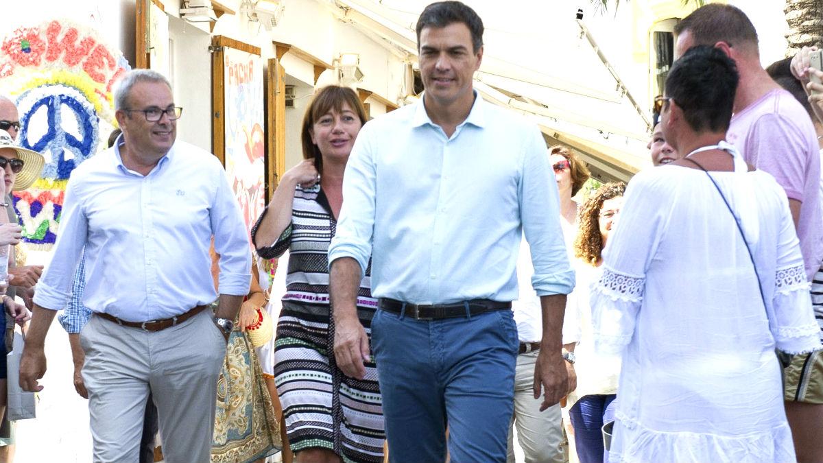 Pedro Sánchez, con Francina Armengol.