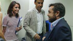 Andrea Levy y Fernando Martínez-Maíllo (PP) junto a Miguel Gutiérrez (C's).
