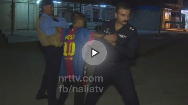 Detienen a un niño suicida con explosivos debajo de una camiseta de Messi