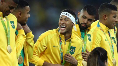 Neymar, celebrando el oro en los Juegos de Río.