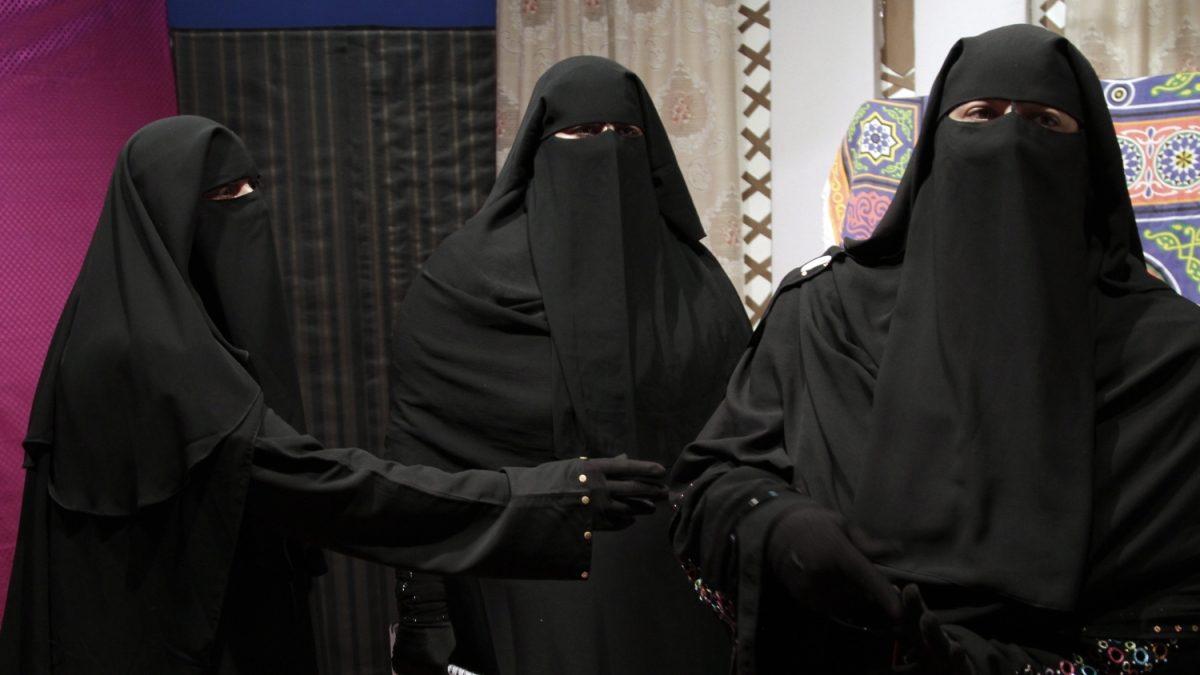 El niqab, o velo integral, es una prenda que solo deja a la vista los ojos de la mujer.