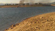 Imágenes de la embarcación en llamas. (Foto: Ministerio del Interior)
