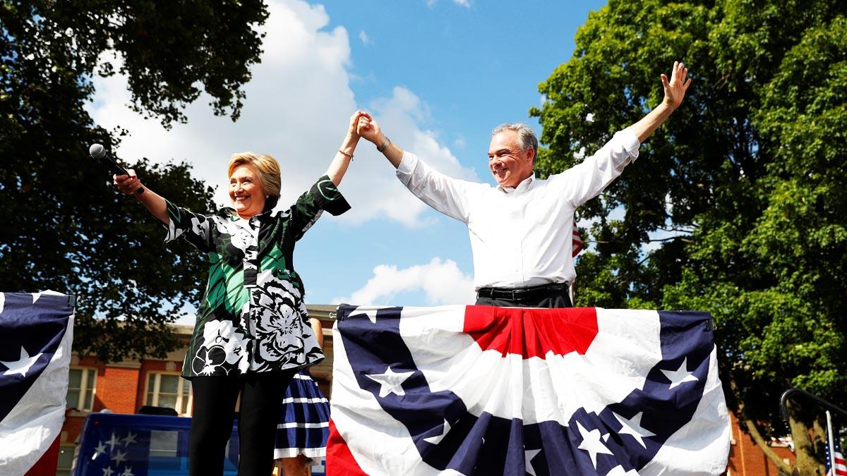 Tim Kaine junto a Hillary Clinton con quien forma el ticket electoral demócrata (Foto: Reuters)