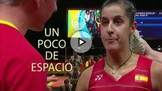 Carolina Marín, durante la charla de su entrenador.