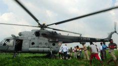 Las Fuerzas del Orden no dan abasto en las tareas de rescate de los miles de afectados por las lluvias de los monzones. (Foto: AFP)