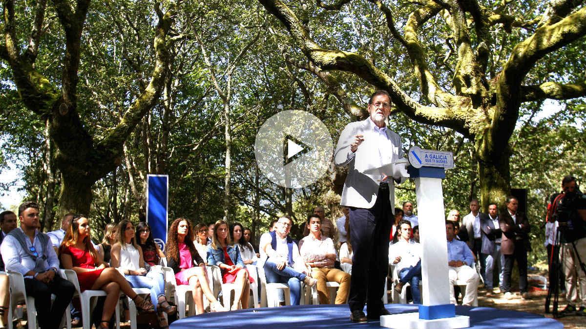 Rajoy durante su discurso en el acto del PP en Cotobade (Foto: Efe).