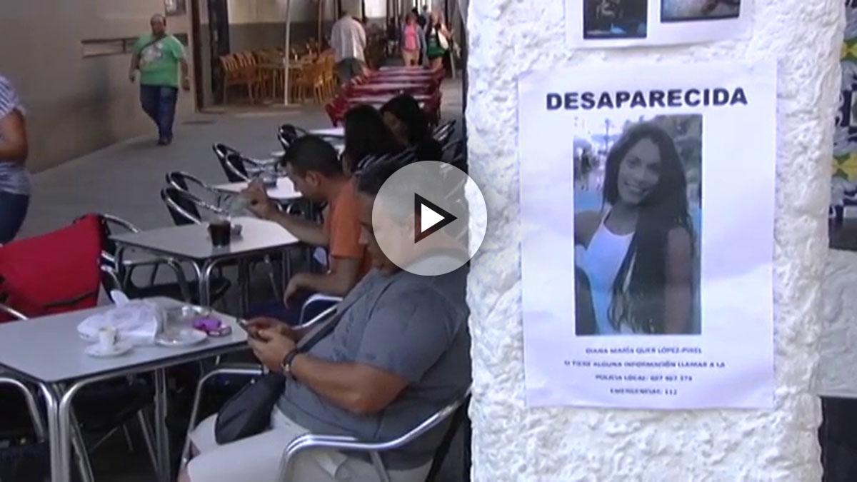 Carteles con la imagen de la joven desaparecida.