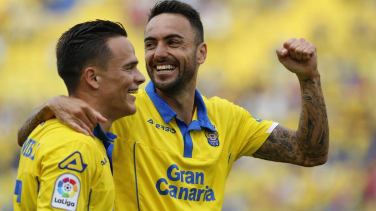 Roque Mesa y Momo celebran un gol de la UD Las Palmas