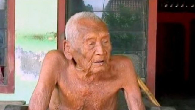 El hombre indonesio que alcanzó los 145 años dice que ya «sólo quiero morir»
