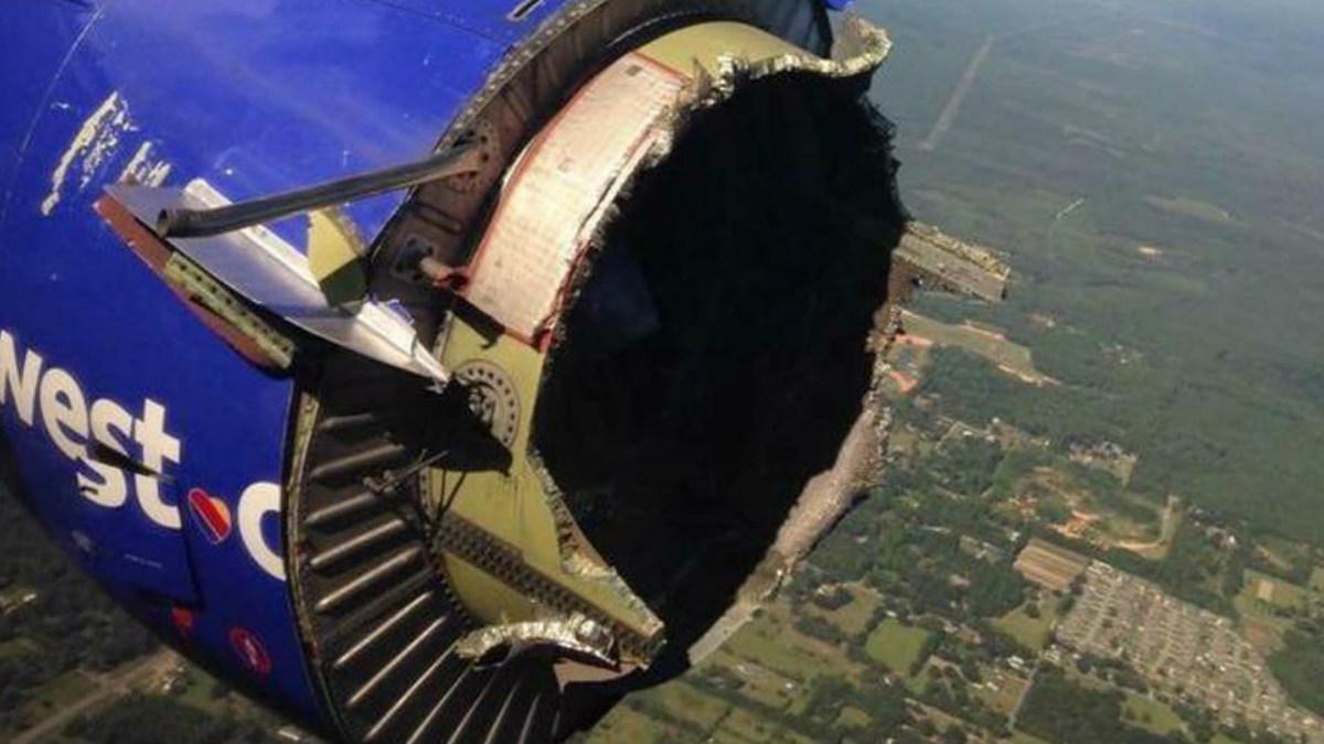 Esto es lo que veían los pasajeros del lado izquierdo del avión al asomarse por la ventana. (Foto: Twitter)