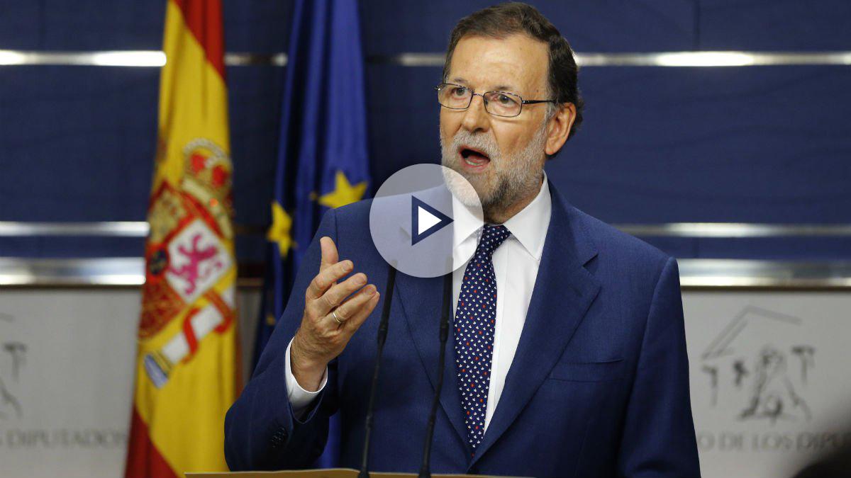 El presidente del Gobierno en funciones, Mariano Rajoy, tras su reunión con el secretario general del PSOE, Pedro Sánchez. (Foto: EFE)