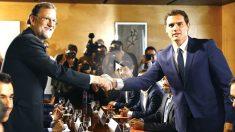 Rajoy y Rivera se saludan en el Congreso de los Diputados (Foto: Efe)