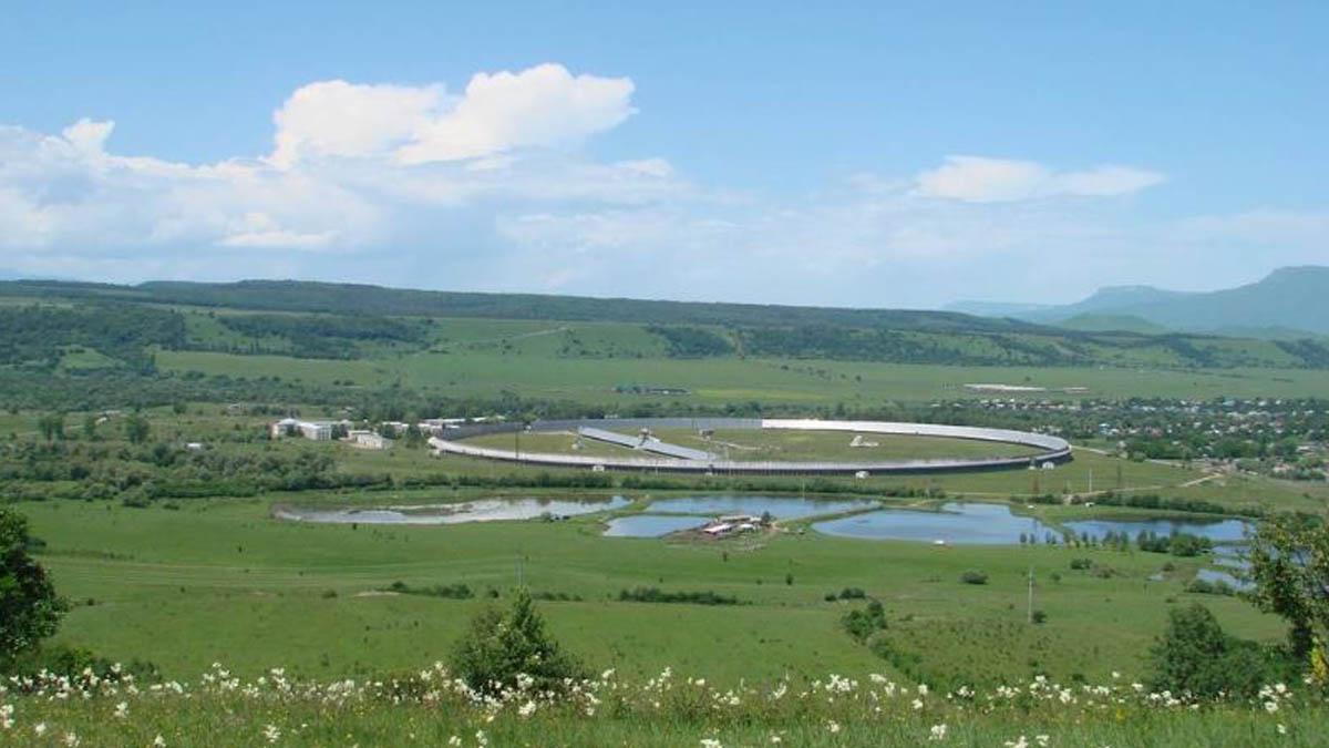 El gigantesco radiotelescopio Ratan 600 en Rusia.