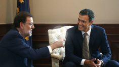 Pedro Sánchez y Mariano Rajoy se reúnen en el Congreso. (Foto:EFE)