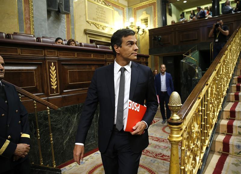 Pedro Sánchez en el Congreso de los Diputados antes de dejar el escaño (Foto: EFE)