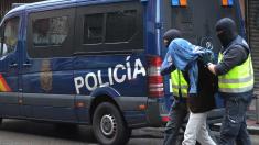 Detención de la Policía en Madrid. (Foto: AFP)