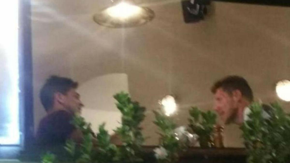 Simeone y su hijo cenan en Génova.
