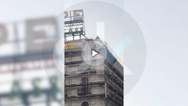 Intenta suicidarse desde el edificio de Tío Pepe en la Puerta del Sol