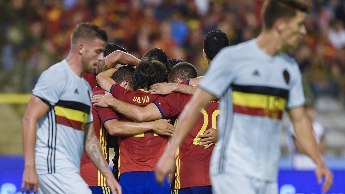 Los jugadores, celebrando el primer gol de Silva.