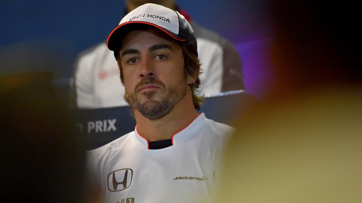 Fernando Alonso, en una rueda de prensa. (AFP)