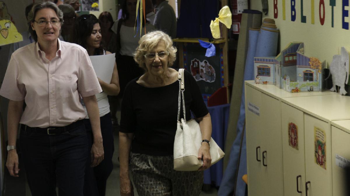 Manuela Carmena (Ahora Madrid) visita una guardería. (Foto: Madrid)