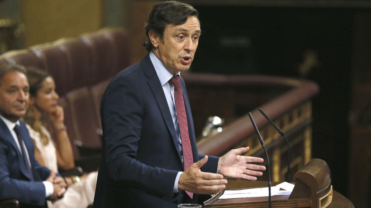Rafael Hernando, portavoz parlamentario del PP, durante su intervención en la tercera sesión del debate de investidura, hoy en el Congreso de los Diputados (Foto: Efe)