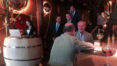 José Bono y García-Page en el restaurante donde tuvo lugar la comida. (Foto: ESdiario.com)