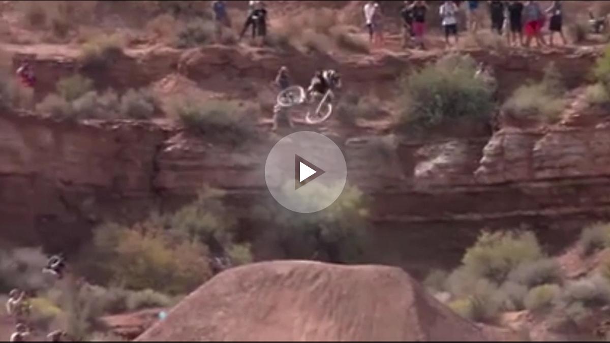 Espectacular descenso en mountain bike