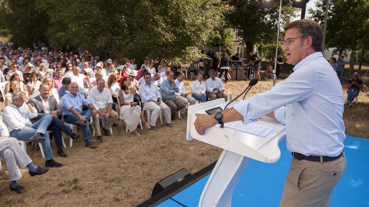 El presidente de la Xunta, Alberto Núñez Feijóo, durante el acto de hoy en el castillo de Maceda. (Foto: EFE)