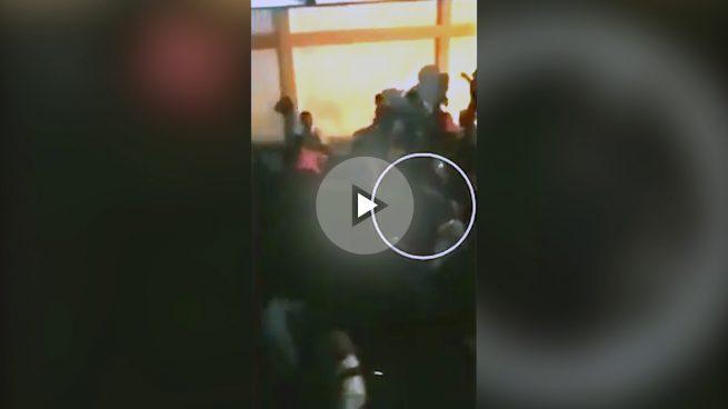 Maduro se encara con opositores mientras huye de una cacerolada en Isla Margarita