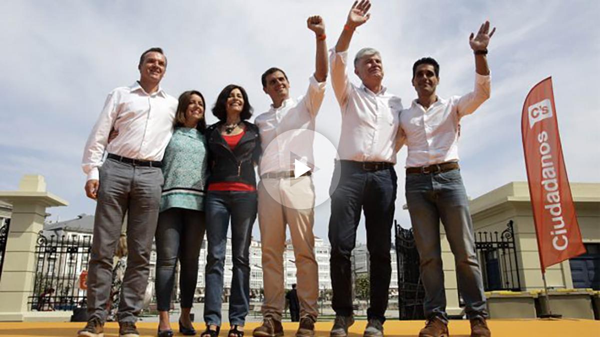 Albert Rivera con su grupo de campaña