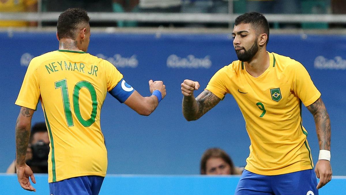 Gabigol y el jugador del Barça Neymar durante los Juegos de Río 2016. (Reuters)