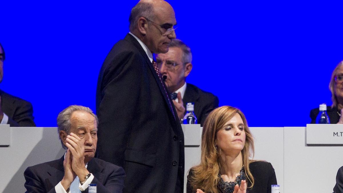 El presidente de Abertis, Salvador Alemany (c), y los consejeros, J.M. Villar Mir (i) y M. López Monis, en la Junta de Abertis. (Foto: EFE)