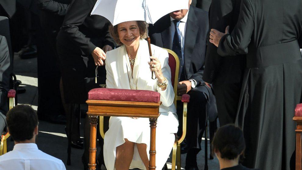 La Reina Sofía en la plaza de San Pedro (Foto: AFP).