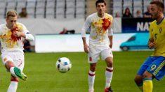 Deulofeu pone un centro durante el Suecia-España sub 21. (@Sefútbol)