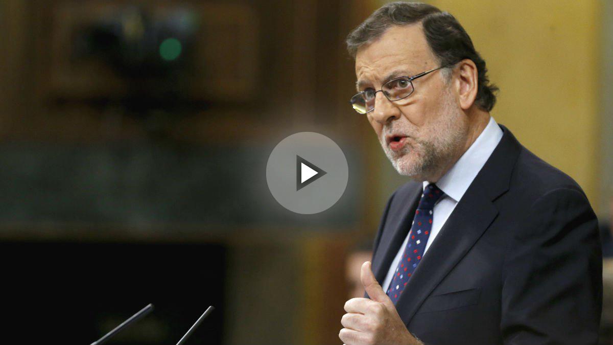 El presidente del Gobierno en funciones, Mariano Rajoy, durante su intervención en la tercera sesión del debate de su investidura, que se celebra en el Congreso de los Diputados (Foto: Efe)