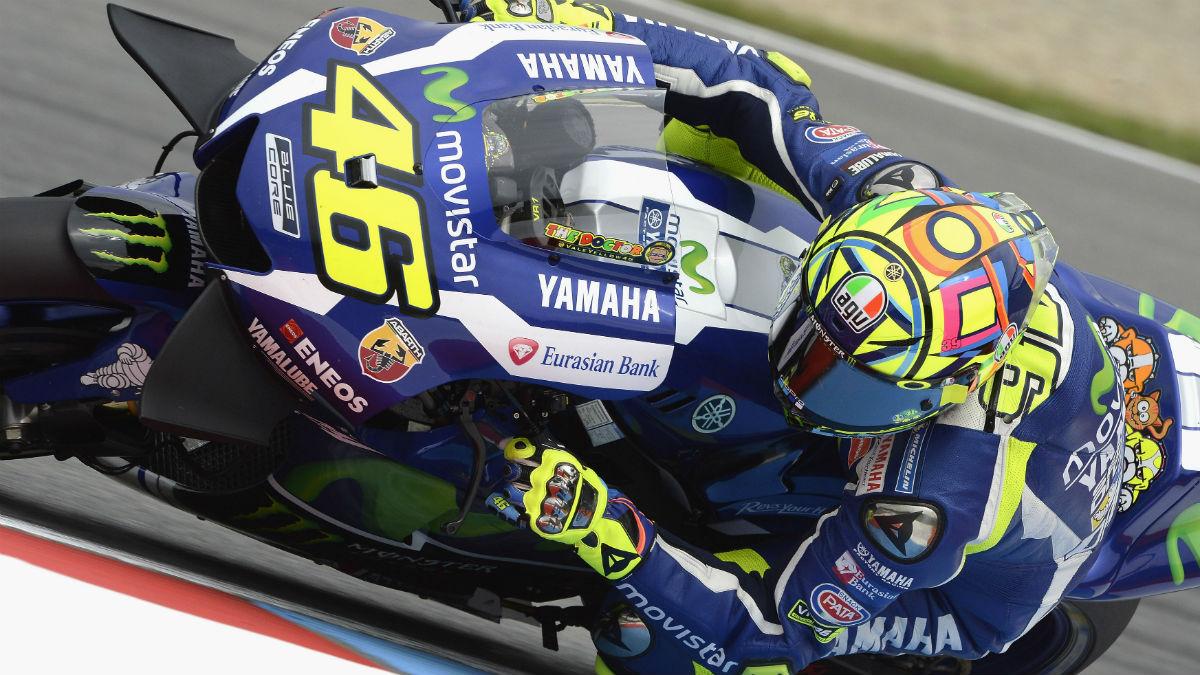 A pesar de la paz firmada en Montmeló, Rossi sigue acordándose a la que puede del incidente de Malasia 2015 con Marc Márquez. (Getty)